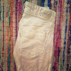 White Levi skinny jeans